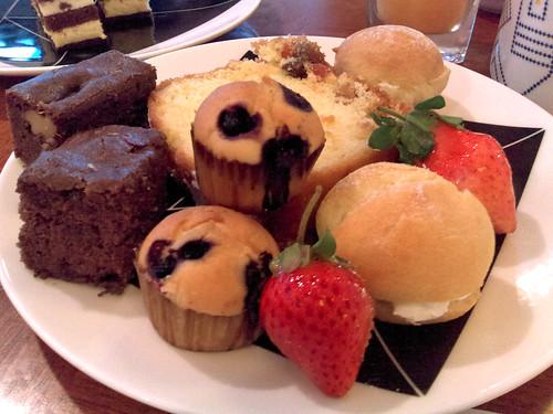 布朗尼和歐式水果蛋糕, 超好吃!