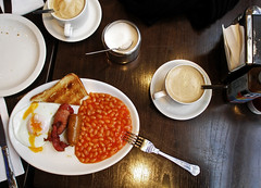 _British Breakfast. (sara schmetterling) Tags: london coffee caf breakfast egg londres londra caff huevofrito britishbreakfast