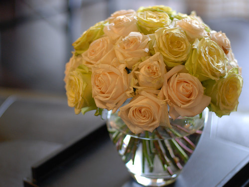 round rose arrangement