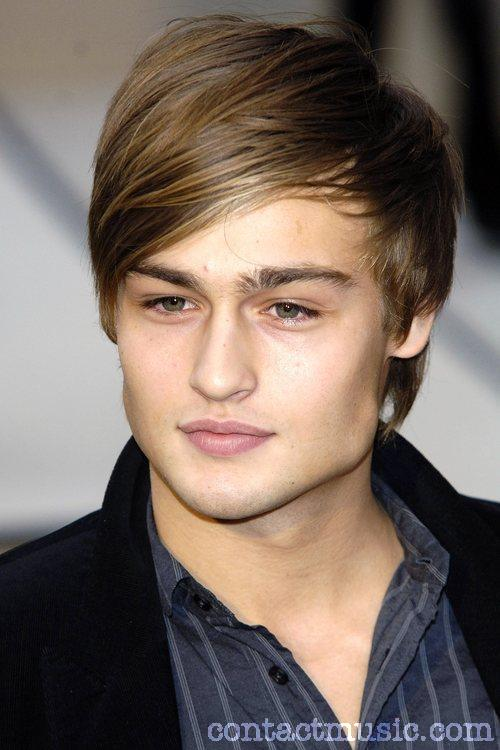 Douglas Booth0036_Burberry FW10 in London(contactmusic.com)