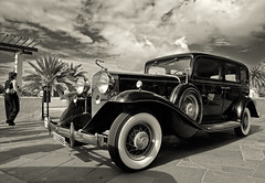 The lady in black (aerferaer) Tags: sky people blackandwhite bw blancoynegro car clouds palms lights luces spain shadows gente palmeras bn textures cielo nubes tenerife 1001nights canaryislands sombras contrasts texturas coches puertodelacruz vintagecars reflejos islascanarias contrastes reflexes cochesantiguos theunforgettablepictures platinumheartaward theperfectphotographer 1001nightsmagiccity nikkoraf1835mmf3545difed 1002161319nef rallyedelvalle