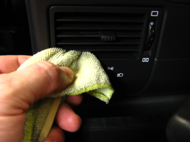 Popsicle stick and microfiber cleaning vents