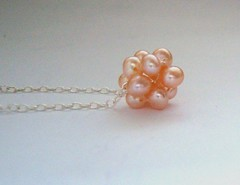 """Silk"" necklace in peach"