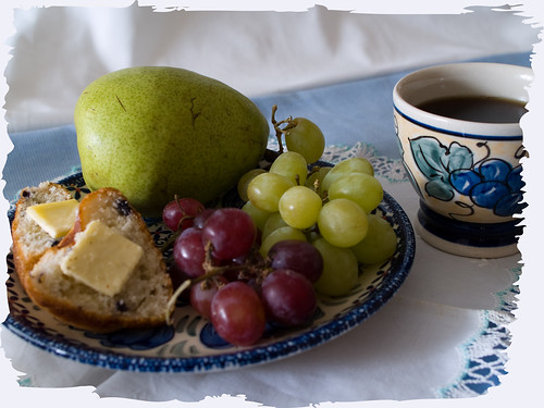 muffins, grapes and pear