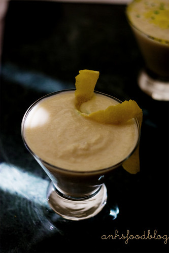 Pear and almond smoothie