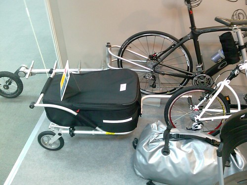 Bike trailer and suitcase in one