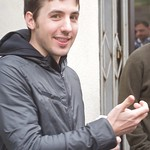 Kevin Rose in line for his iPad thumbnail