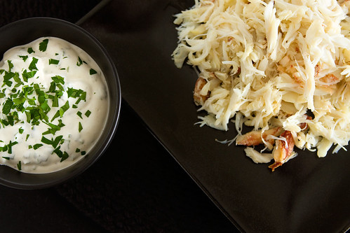 Shredded crab with basil sauce