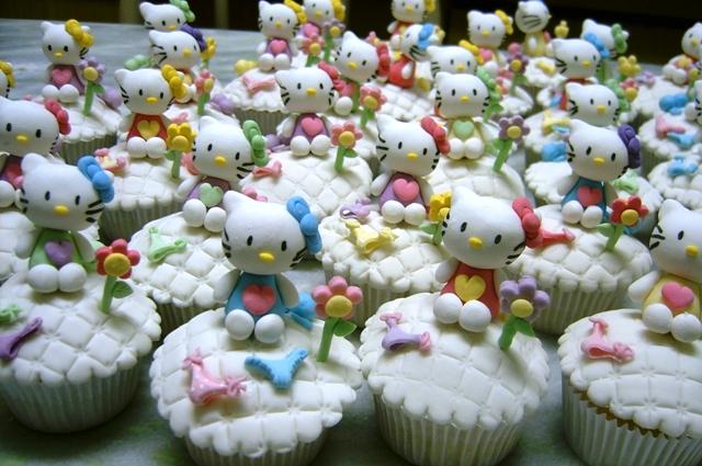Hello kitty - cupcakes