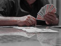 The Hand (Jos Ramn de Lothlrien) Tags: black cards continental jr cartas negras rojas picas baraja suerte corazones treboles producciones redblancoynegroblackandwhitedetallesdetailscolors