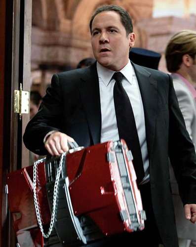Jon-Favreau-as-Hogan-in-Iron-Man-2