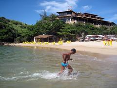 Ferradurinha praia (chelseafb) Tags: boy sea brazil mer praia beach brasil mar bresil playa buzios lamar plage lamer garçon brésil ferradurinha