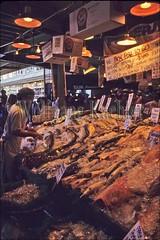 00074647 (wolfgangkaehler) Tags: seattle city usa fish market northamerica pikeplacemarket washingtonstate fishmarkets seattlewa marketsworldwide