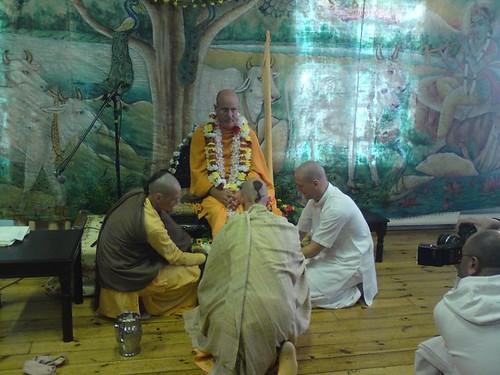 Indradyumna Swami Vyasa puja in UK 2010 -0004 por ISKCON desire  tree.