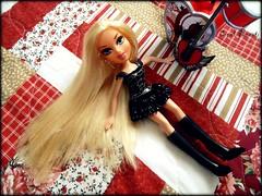 Sabrina's 2nd outfit (Carol Parvati ) Tags: sabrina blond grr bratz cloe girlzreallyrock carolparvati