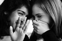 Segreti di donna. (Angelica Gallorini) Tags: bw hands dire andrea mani bn firenze isa portaromana parola corridoio sharmila istitutodarte rivelare parare