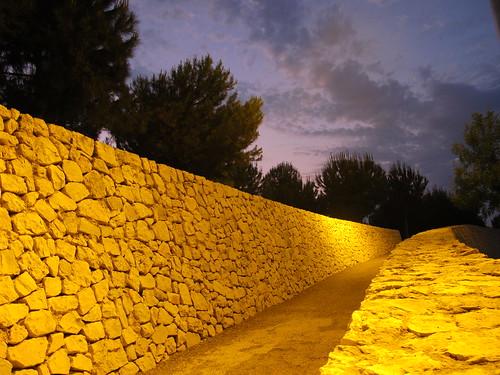 Que se esconde tras el muro
