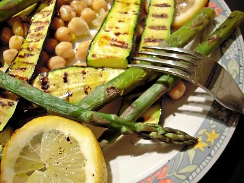 Insalata grigliata di asparagi e zucchine