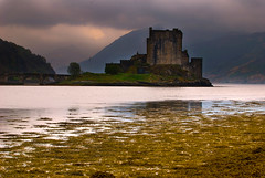 May042010_Eilean Donan Castle, Scotland_1345 (pashl) Tags: uk west reflection castle scotland nikon europe highland loch eilean donan eileandonan duich nikond80 rocchecastelli rocchefariecastellicastleslighthosesbelltowers