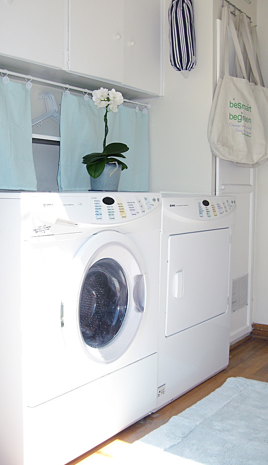 laundry room+white+aqua -2, chic laundry rooms, laundry room make over, home decor, laundry room decor ideas, mud room, washer and dryer