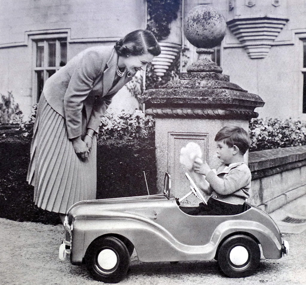 Queen Elizabeth and Prince Charles on his 4th birthday 1952