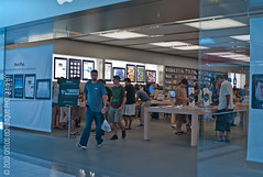 All quiet at the Apple Store…