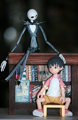 """""""How about...I tell you a story Danny?"""" (The Dolly Mama) Tags: italy skeleton toys actionfigure scary doll library books danny jackskellington susie figures nightmarebeforechristmas yotsuba japanesetoys danbo revoltech danboard"""