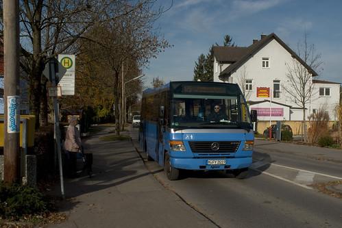 Der Kleinbus am S-Bahn-Halt Fasanerie