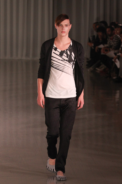 Chris Tanner3009_SS11_Tokyo_MOLFIC(Fashionsnap)
