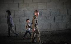 1704_DPRK -636.jpg (The French Travel Photographer) Tags: dprk countryside coréedunord militaire flickrcomsebmar parentenfant campagne northkorea ©sébmar instagramsebas armée nature