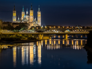 Anochece en Zaragoza