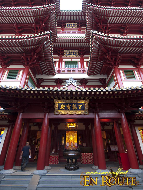 Buddha Tooth Temple Entrance