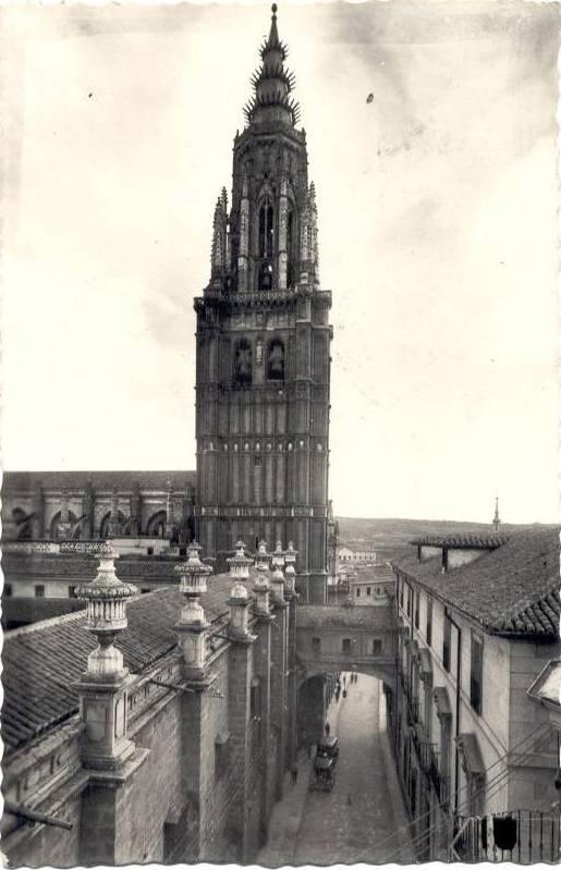Arco de Palacio a mediados del siglo XX. Foto Arribas