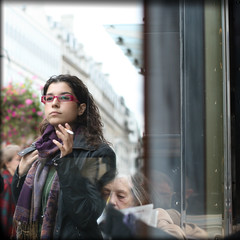 Behind the glass [2] (Che-burashka) Tags: street portrait london girl face scarf glasses faces cigarette candid piccadilly smoking age oldwoman juxtaposition youngandold behindtheglass londonist 400d generationcontrast