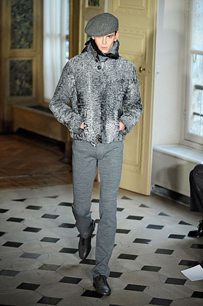 Jeremy Young3159_FW10_Paris_Alexis Mabille(nikestav10@mh)