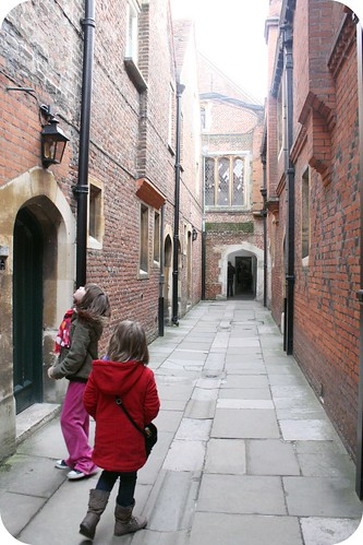 Hampton Court Palace alleyway