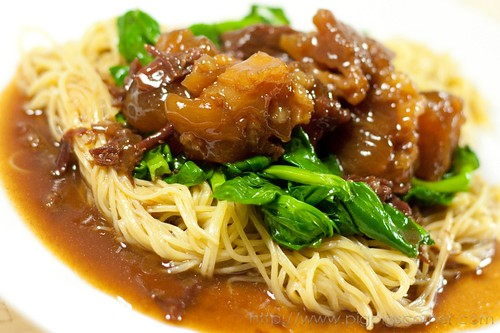 Braised beef & tendon with egg noodles