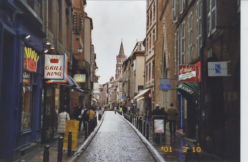 2001-03-10 Toulouse France (Rue du Taur avec l'eglise notre dame du taur au fin de rue)