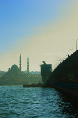 Galata Bridge and Eminn Mosque (Etienne Gaboreau) Tags: canon turkey eos european capital culture istanbul turquie 2010 youngphotographers 450d