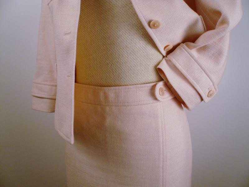 pink_LOFT_suit_waist_detail