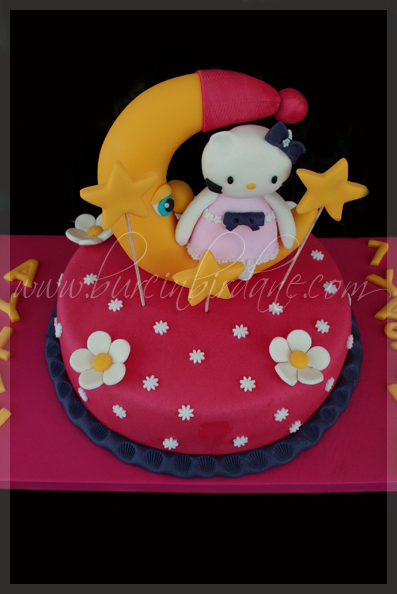 Hello Kitty Cake 1