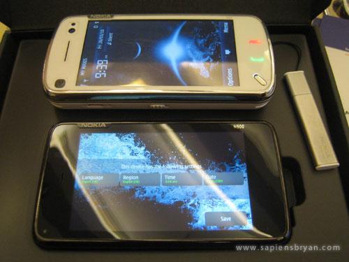 Nokia N900 & N97 Side By Side