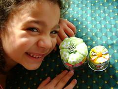 :: Minha modelo favorita veio mostrar as reciclagens!!! :: (Luciene Rosi ❀) Tags: de fuxico reciclagem minha pap gatinha papinha vidrinho agulheiro