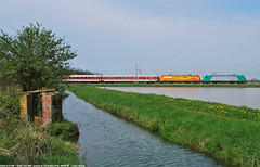 Doppia ArenaWays con Autozug DB!!! (Luca Farina) Tags: railroad atc train canal country rail railway db campagna ricefield bahn treno canale alessandria bombardier ferrovia traxx autozug passengertrain domodossola risaia nikond60 sartirana angeltrains e483 alphatrains arenaways padanavalley e483019 e483020 e483aw