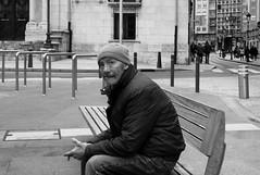 Mala vida - Bad life (Alex (MF)) Tags: life leica bw espaa white man black byn blanco zeiss 35mm persona spain y negro bad banco bank rangefinder m mount vida carl m8 burgos mala castilla biogon zm montura telemetrica