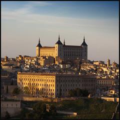 El Alczar de Toledo (Pilar Azaa Taln ) Tags: sunset espaa atardecer europa toledo ocaso mgicaluz pilarazaataln elalczardetoledo copyrightpilarazaataln
