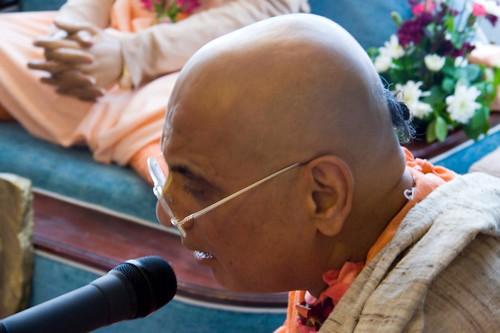 H H Bhakti Caru Swami 2010 - 0022 por ISKCON desire tree.