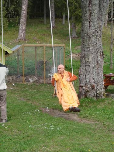 Kadamba Kanana Swami Korsnas Gard and at Ugrasena's 14th May 2010  -0067 por ISKCON desire tree.