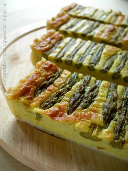 Torta salata agli asparagi, robiola di Cocconato e menta