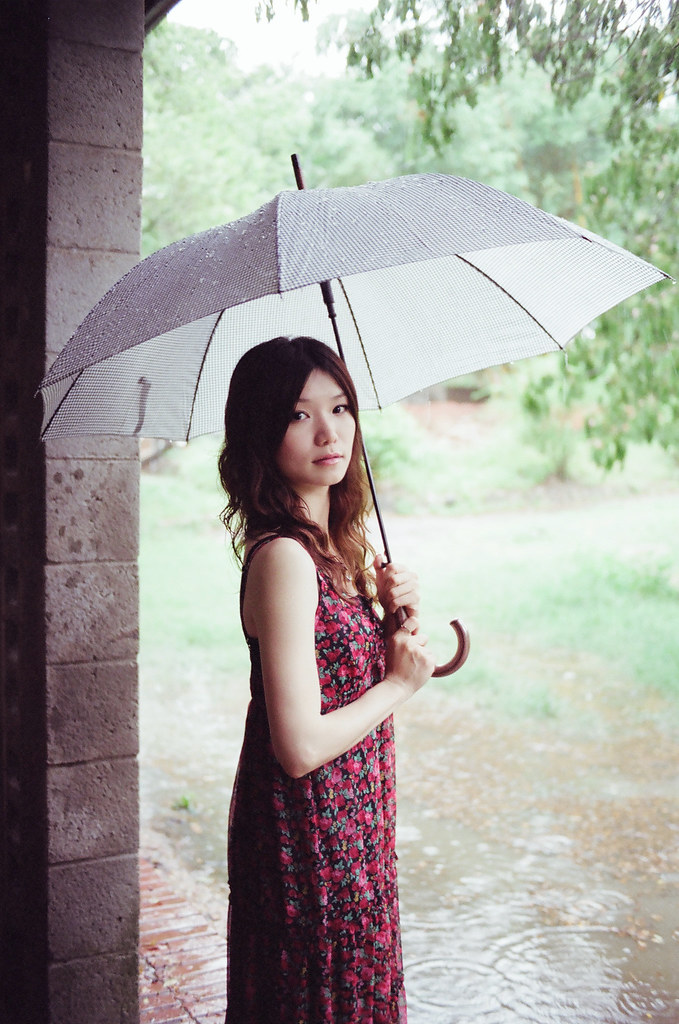 在雨中與家貝漫步..